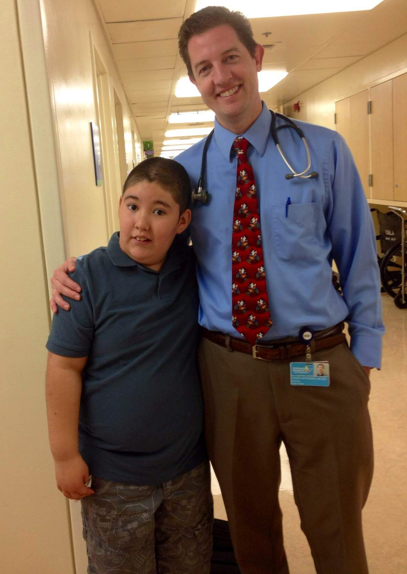 Dr. Steven Mittelman with a clinic patient (Photo: Business Wire)