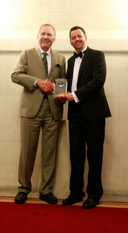 Dr. David Donohue, President, IHRDC accepting award from Phil Andrews, CEO Getenergy. (Photo: Business Wire)