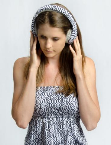 Nicole Heeren wears headphones that match her dress (Photo: Business Wire)