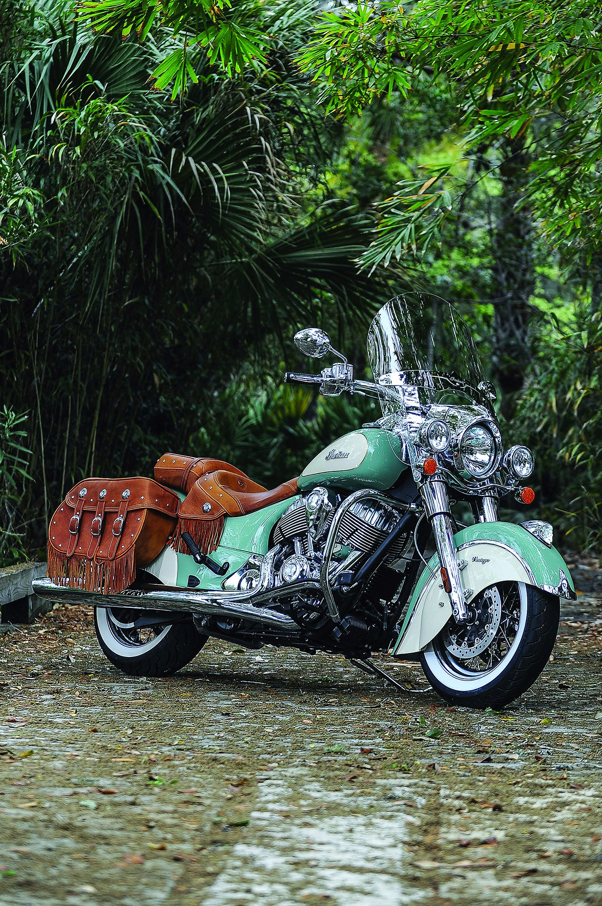 indian motorcycle announces classic two tone paint schemes available for 2015 indian chief. Black Bedroom Furniture Sets. Home Design Ideas