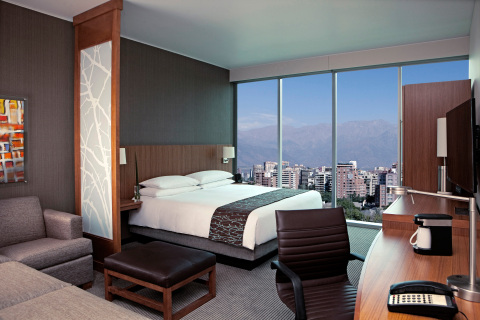 Hyatt Place Santiago/Vitacura. Guestroom with Andes Mountain View. (Photo: Business Wire)