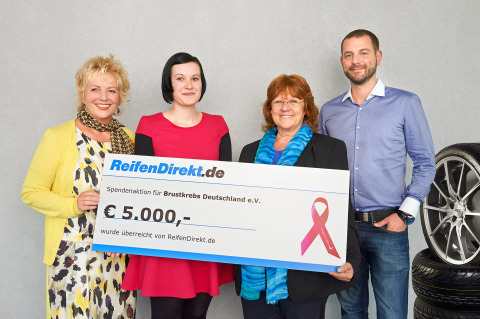 Renate Haidinger (second from right), President of Brustkrebs Deutschland e.V., receives the donation check by the ReifenDirekt team at Delticom in Hanover. (Photo: Business Wire)