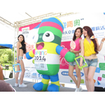 Nanjing 2014 Youth Olympic Game mascot NanjingLeLe catwalk show with young beauties weari