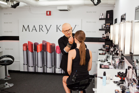 """Mary Kay Global Makeup Artist Luis Casco works in the Mary Kay Color Design Studio during season 13 of Lifetime's Emmy(R)-nominated hit series """"Project Runway."""" (Photo: Business Wire)"""