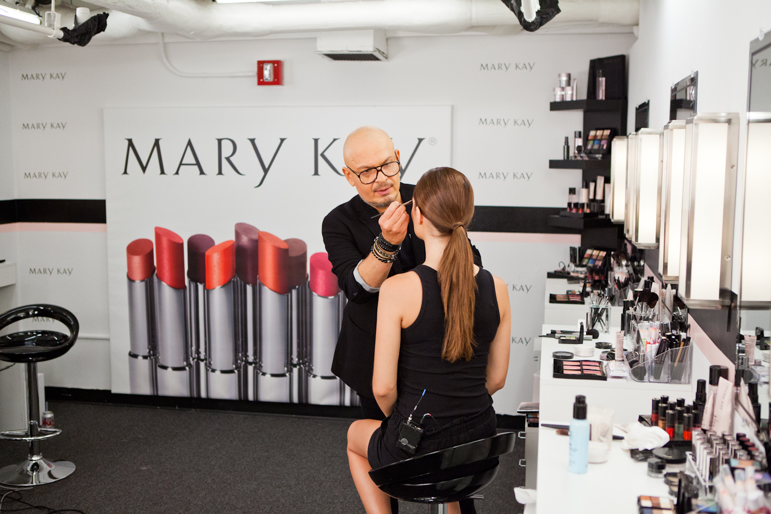 "Mary Kay Global Makeup Artist Luis Casco works in the Mary Kay Color Design Studio during season 13 of Lifetime's Emmy(R)-nominated hit series ""Project Runway."" (Photo: Business Wire)"