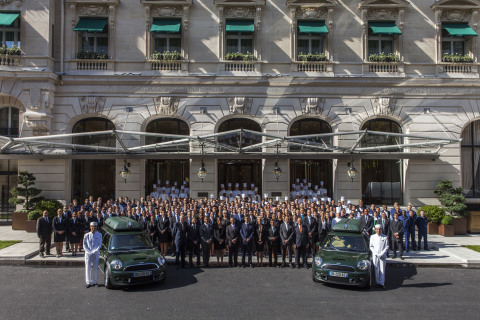 The 530 employees of The Peninsula Paris celebrate the opening of the hotel (Photo: Business Wire)