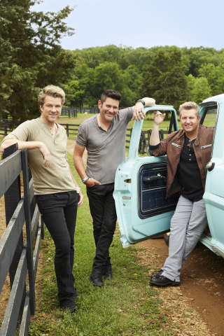 Rascal Flatts in front of truck (Photo: Business Wire)