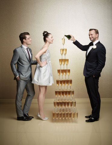 Macy's teams up with lifestyle expert Clinton Kelly to offer new resources for brides and grooms-to-be via macys.com/weddingswithclintonkelly (Photo: Business Wire)