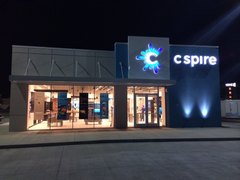 C Spire's new 3,458 square foot retail store in D'Iberville, Miss. promises to transform and redefine the retail shopping experience with a new, fresh approach that captures the imagination, discovery and excitement associated with shopping. The D'Iberville store is the third of its type to be debuted by the Mississippi-based diversified telecom and technology services company. (Photo: Business Wire)