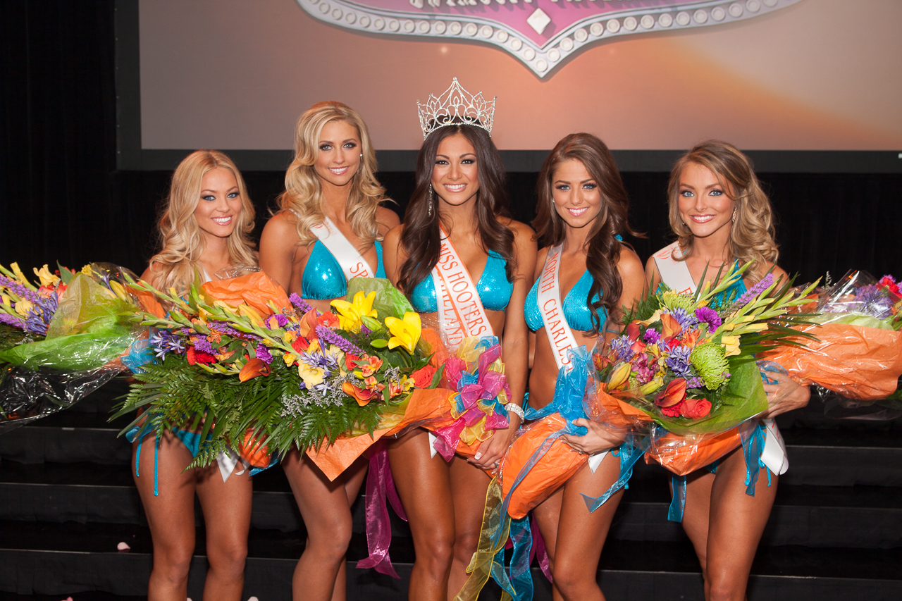 Miss Hooters International 2014 Top 5 Winners L-R: Ashley Dill, Rachel Mundwiller, Janet Layug, Meagan Pastorchik, Sable Robbert (Photo: Business Wire)