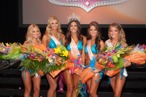 18th annual Hooters International Swimsuit Pageant Top 5 Winners L-R: Ashley Dill, Rachel Mundwiller, Janet Layug, Meagan Pastorchik, Sable Robbert (Photo: Business Wire)