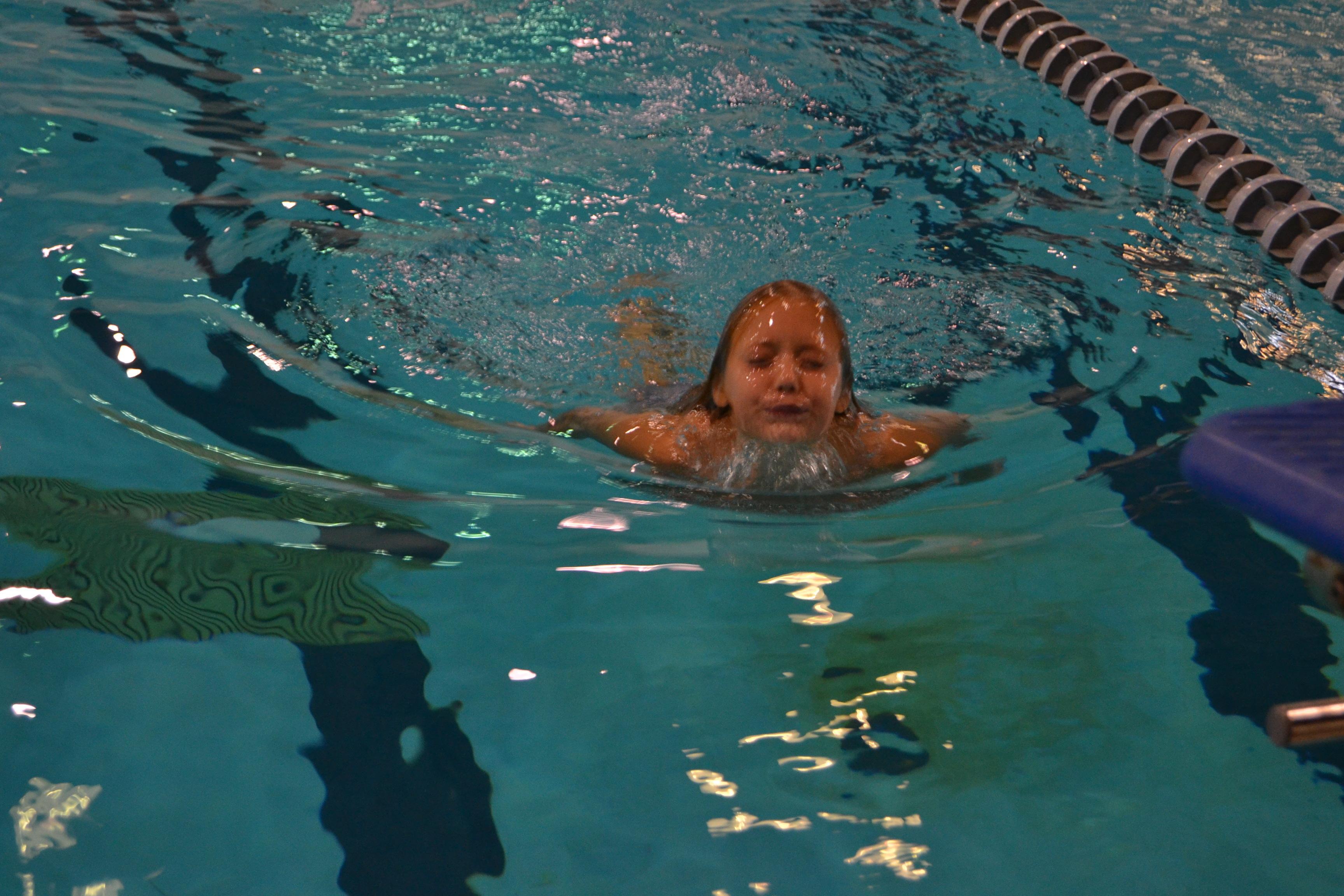 SEA LIFE Aquarium Kansas City's Young Environmentalist, Kierra Dinwiddie, swims to raise money against shark finning. (Photo: Business Wire)