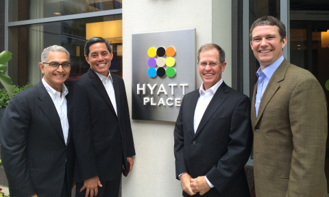 Mark Hoplamazian, Hyatt president and CEO; Jim Chu, Hyatt senior vice president, franchising strategy; John Cantele, Hyatt senior vice president, select service; and Chris Walker, Hyatt vice president, brand experience gather together to celebrate 200 Hyatt Place locations and counting. (Photo: Business Wire)