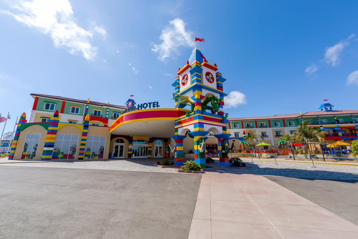 Opening summer 2015, LEGOLAND® Hotel at LEGOLAND® Florida Resort will feature 152 brightly colored and highly themed rooms and suites, thousands of LEGO models and interactive play areas. (Photo: Business Wire)