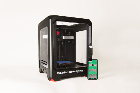 MakerBot announces exciting new MakerBot-Ready App with Fraemes, an interchangeable and ready-to-print case for iPhones. 3D printable cases are available for customization, download and purchase at http://www.fraemes.com/makerbot. (Photo: Business Wire)