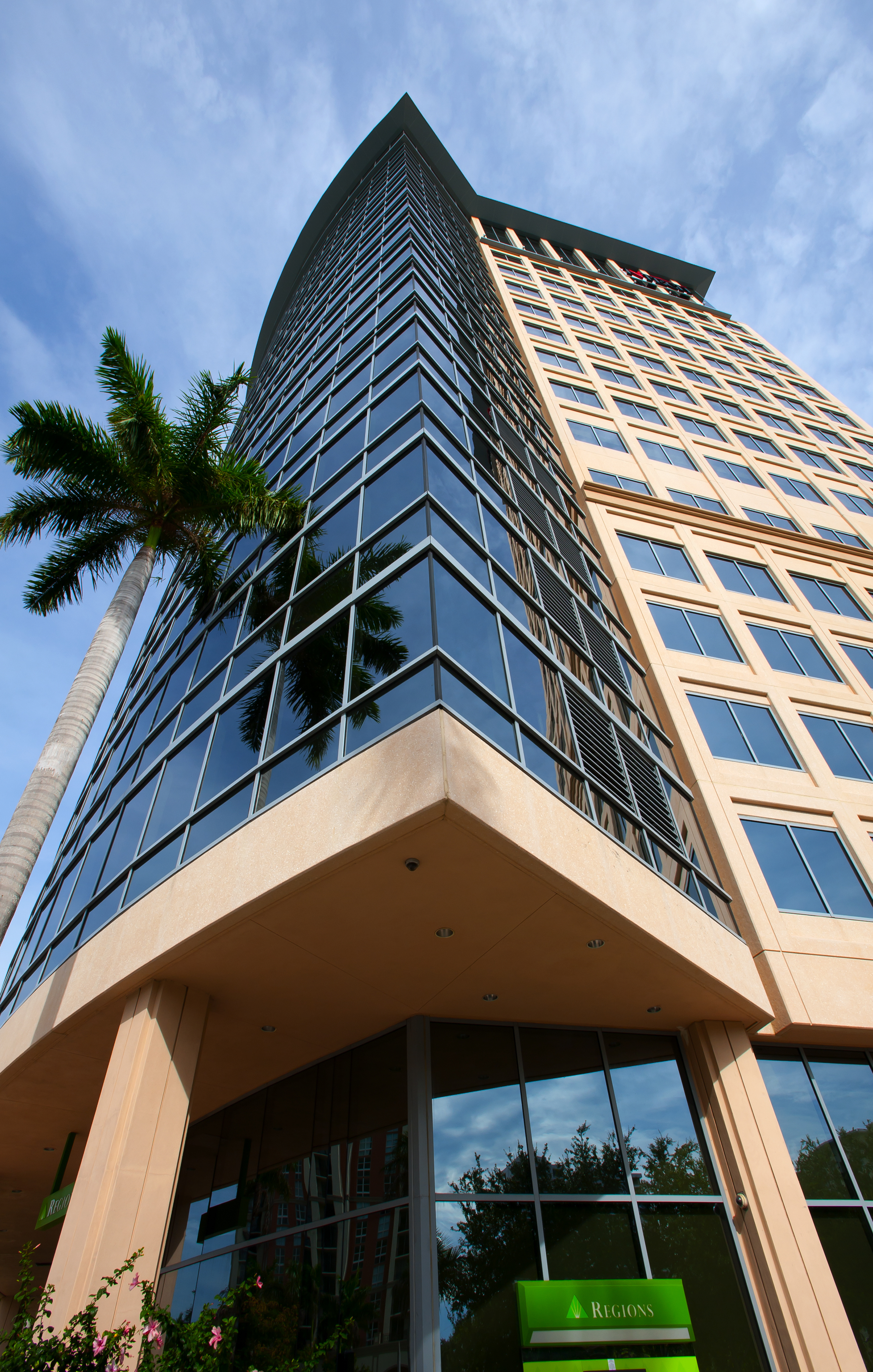 "KBS Real Estate Investment Trust II (""KBS REIT II""), a public non-traded real estate investment trust based in Newport Beach, Calif., has sold City Place Tower, a 295,933-square-foot office building in West Palm Beach, Fla., for $150 million. KBS REIT II acquired the asset for $126.5 million in April 2011."