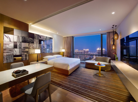 Hyatt Regency Suzhou's 355 contemporary guestrooms incorporate Suzhou stylistic influences - from a large black-and-white mural featuring snapshots of classical architecture and garden images to woven cane lanterns and an abundance of natural woods and textures. (Photo: Business Wire)