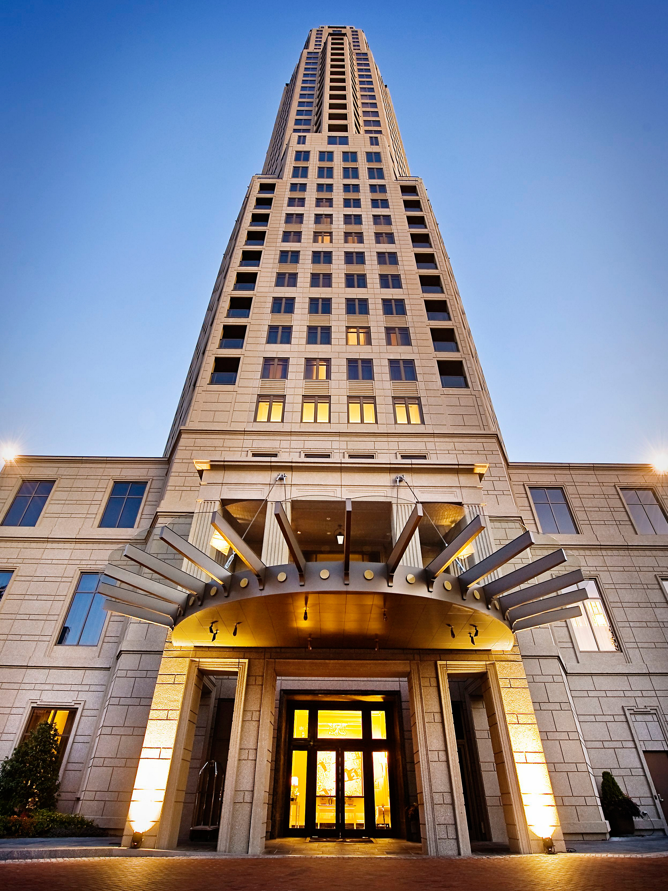 Blending boutique chic and Southern charm, the 5-star Residences at Mandarin Oriental, Atlanta, is the setting of HGTV Urban Oasis 2014. (Photo: Business Wire)