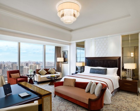 A Grand Deluxe Guestroom at The St. Regis Chengdu (Photo: Business Wire)