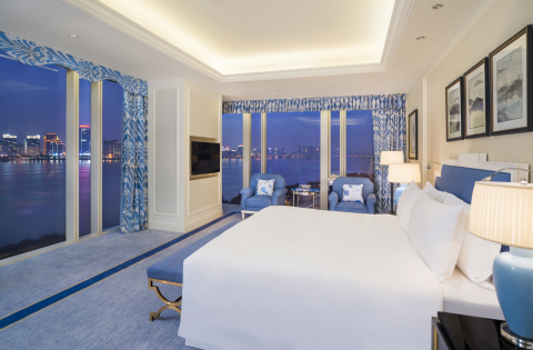 The Azure Qiantang, a Luxury Collection Hotel, Hangzhou - Guest Room (Photo: Business Wire)
