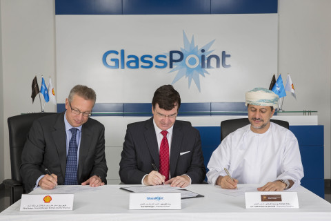 SGRF Executive President H.E. Abdulsalam Al Murshidi and Shell's Oman Country Chairman Chris Breeze join GlassPoint CEO Rod MacGregor at a signing ceremony to commemorate the strategic investment. (Photo: Business Wire)