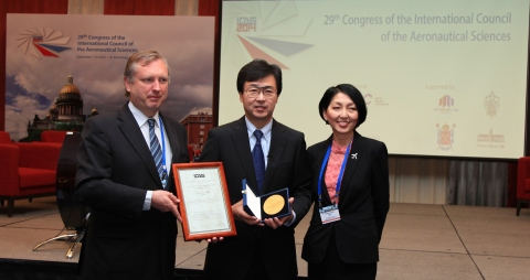 Honda Aircraft Company President Michimasa Fujino received the ICAS Award for Innovation in Aeronautics during the 29th ICAS Congress in St. Petersburg, Russia. Fujino was recognized by ICAS for pioneering the HondaJet Over-The-Wing Engine Mount (OTWEM) configuration and leading the further development and production of the HondaJet. (Photo: Business Wire)