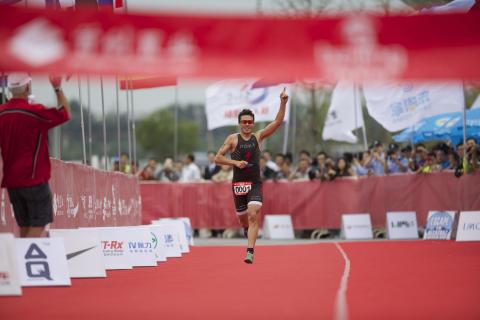 Javier Gomez wins 2014 Beijing International Triathlon. Photo by Rocky Arroyo