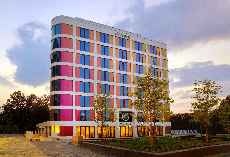 il pionieristico marchio element di starwood hotels resorts debutta in europa in prossimit. Black Bedroom Furniture Sets. Home Design Ideas
