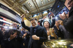 Alibaba Group Executive Chairman Jack Ma rings the NYSE First Trade Bell. (Photo: Business Wire)