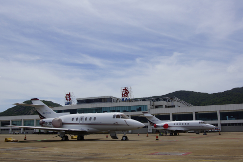 NetJets Business Aviation Limited, Hawker 800's at facility in Zhuhai (Photo: Business Wire)