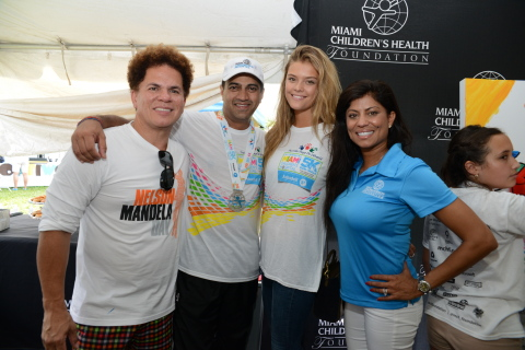 Romero Britto, Dr. Narendra Kini (president and CEO of Miami Children's Hospital), Nina Agdal, Lucy Morillo (president and CEO of Miami Children's Hospital). (Photo: Business Wire)