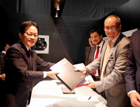 Panasonic and Leica Camera Expand Partnership Agreement in the Digital Camera Sector (photo left) Yoshiyuki Miyabe, President of AVC Networks Company, an internal company of Panasonic (photo right) Alfred Schopf, Chief Executive Officer of Leica Camera (Photo: Business Wire)