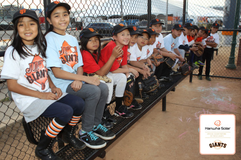 """Hanwha SolarOne makes a donation to the Junior Giants Program to commemorate the """"Mr. Energy of the Year powered by Hanwha"""" campaign. (Photo: Business Wire)"""