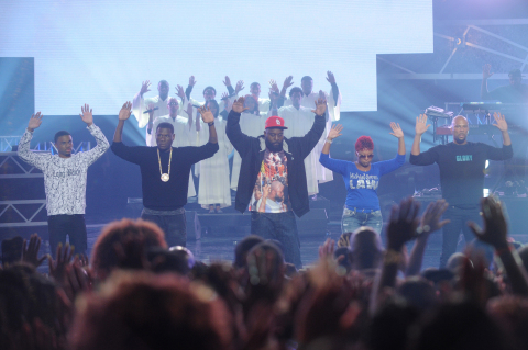 Common pays tribute to Mike Brown and welcomes Mike Brown's parents on stage. Photo Credit: Getty Images