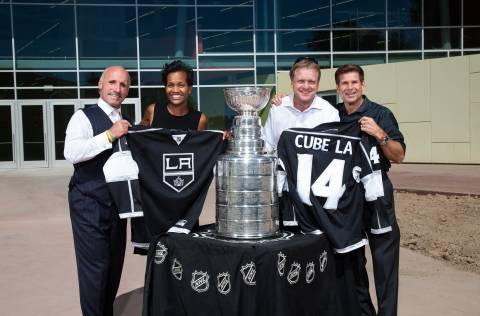 "(L-R) Former LA Kings player Daryl Evans, DCLA Executive Director Kafi Blumenfield, CEO, Discovery Science Foundation Joe Adams and former LA Kings player Jim Fox, pose with the Stanley Cup in front of the new Discovery Cube LA museum in the San Fernando Valley to announce the permanent ""Science of Hockey"" exhibit. (Photo: Business Wire)"