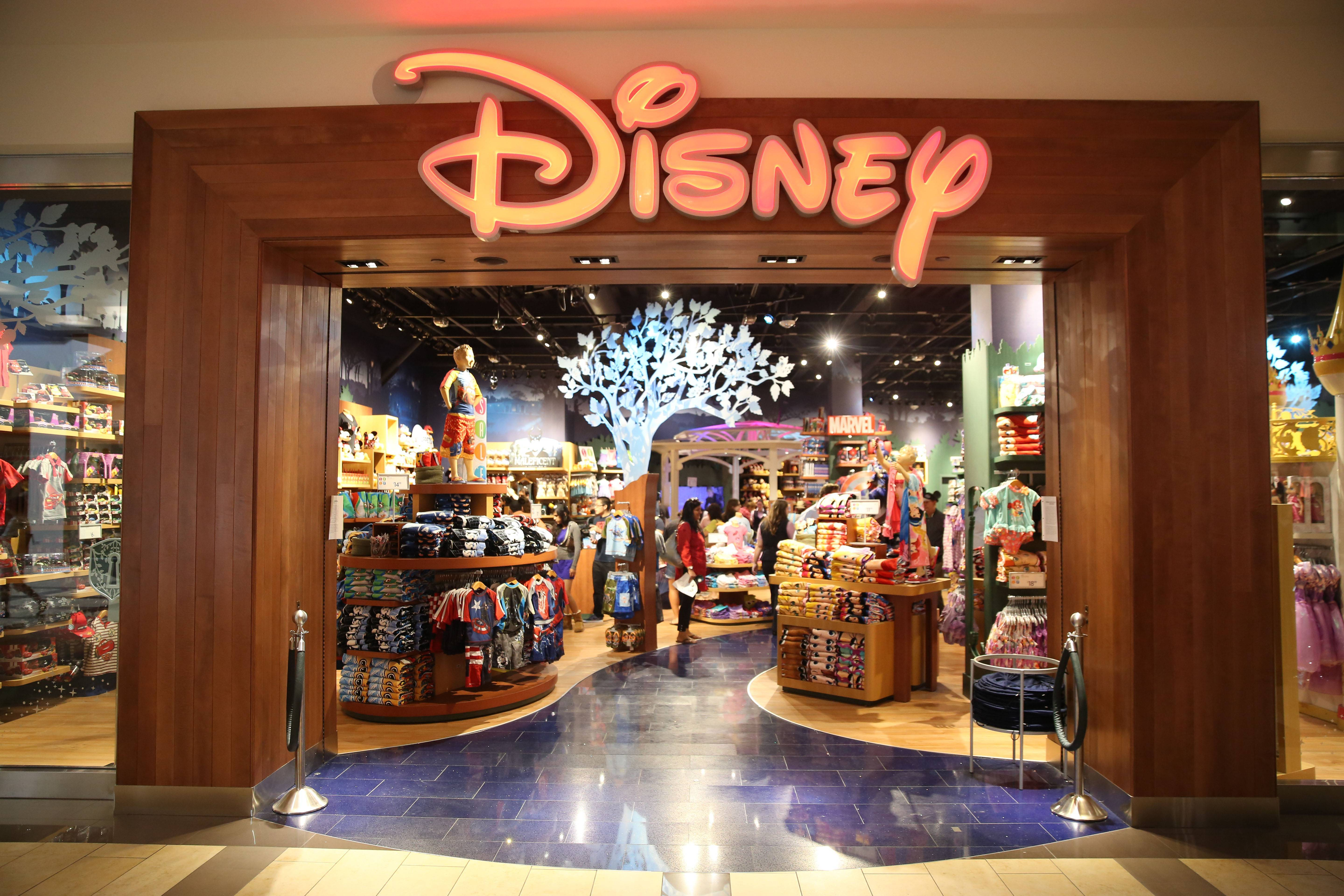 disney store locations disney celebrates grand opening of new location at 10210