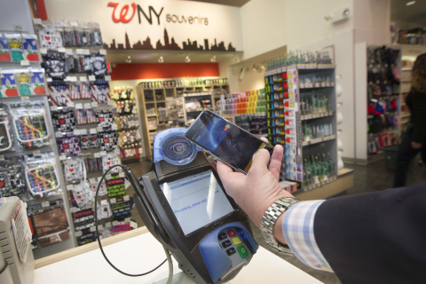 MasterCard Apple Pay in Action (Photo: Business Wire)