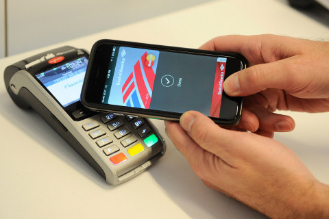 As part of its New York City Technology Hub grand opening event, MasterCard demonstrated Apple Pay among new technologies that are helping to shape the future of payments. (Photo: Business Wire)