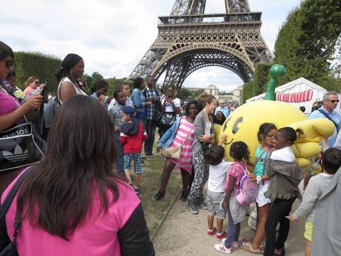 """Parents-children of France touching character of Fukushima, """"Kibitan"""" (Photo: Business Wire)"""