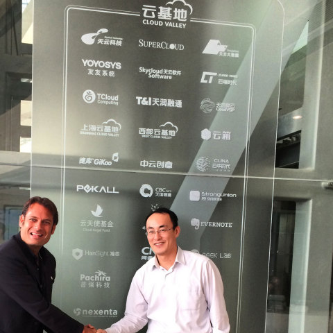 Nexenta CEO Tarkan Maner and SuperCloud CEO FangYuZhen celebrating partnership at Cloud Valley company logo wall. (Photo: Business Wire)