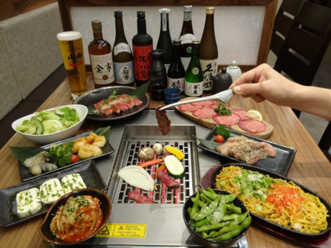 """""""Yakiniku"""" refers to Japanese-style BBQs. This new dining style allows people to cook meat, seafood, and vegetables themselves right at the table to their desired doneness. (Photo: Business Wire)"""