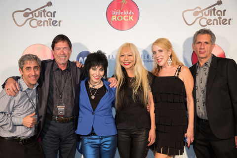 The Hot Topic Foundation gives $250,000 to Little Kids Rock at annual benefit honoring Joan Jett. L-R: Dave Wish, CEO of Little Kids Rock, Joe Emory, Hot Topic Foundation, Joan Jett, Daang Goodman of TRIPP NYC, Cindy Levitt, SVP at Hot Topic and Ray Goodman, TRIPP NYC. (Photo: Business Wire)