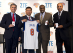 From left to right: Tad Smith, president and CEO of The Madison Square Garden Company; Lixin Cheng, chairman and CEO of ZTE USA; Earl Monroe, Legend Player of New York Knicks; John Levell Starks, Legend Player of New York Knicks. (Photo: Business Wire)