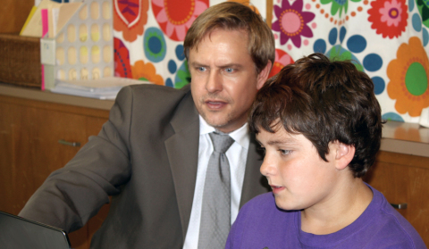 Carl Fahle of San Juan Unified School District shows a Will Rogers Middle School student how the Schoology learning management system is used for collaboration and personalized learning. (Photo: Business Wire)
