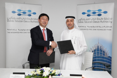 Dr. Mohammed Al Zarooni and Jinxi Lin (Photo: Business Wire)