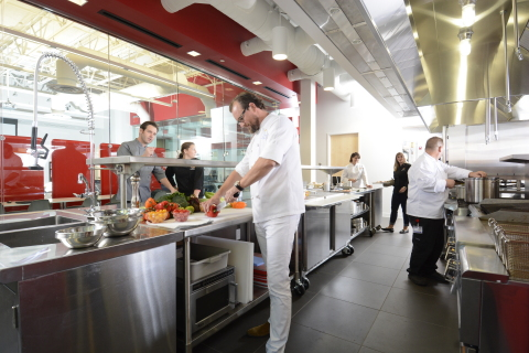 Chef Claes Petersson, vice president of product innovation at Sonic, getting to work in the new Culinary Innovation Center, based at the company's headquarters in Oklahoma City, Okla. (Photo: Business Wire)