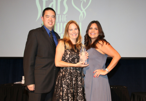 Hilton Grand Vacations Executive Assistant Jerilea Caldwell (center), accompanied by resort directors Jeffrey Chen (left) and Jessica Dupont (right), accepts the Administrative Assistant of the Year award, presented by the Nevada Hotel and Lodging Association. (Photo: Business Wire)