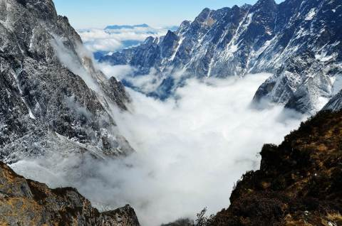 Swallows' Gully is nestled at the foot of the Gonga Mountains, with more than 20 surrounding peaks at altitudes above 5,000 meters, including the highest mountain peak in Sichuan. (Photo: Business Wire)