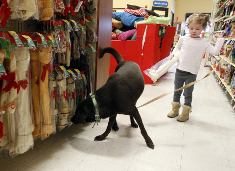 Shoppers take advantage of last year's Black Friday deals at a Dallas PetSmart store. Most of the co
