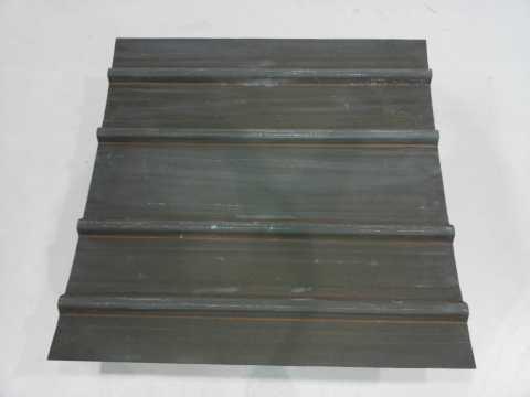 使用BZ 9130樹脂生產的帽型加筋彎曲展示板 (照片:美國商業資訊)